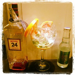 Beefeater 24 con pomelo y limon